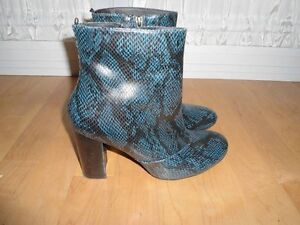 REAL LEATHER ANKLE BLUE SNAKESKIN BOOTS SIZE 8