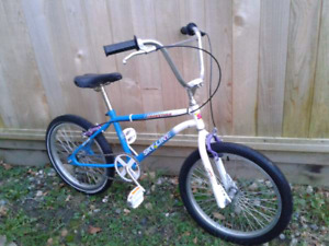 Kids Size ,Retro ,BMX ,Bicycle ( fits 5 foot or shorter )