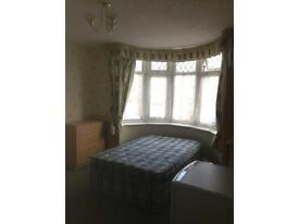 Large double room in nice tidy house