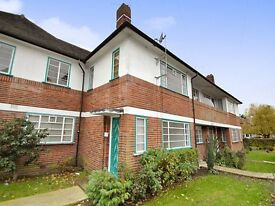 A two bed maisonette with modern furnishings and communal garden close to East Finchley Tube Station