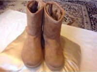 Brand new Ladies UGG boots size: 7/40 tan colour £25