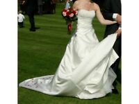 Gorgeous Wedding Dress (Cleaned & Boxed) - Size 8/10 with Diamante Detail