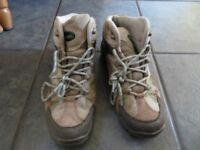 Size 6 walking boots, unisex