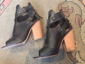 Leila Stone Heeled Shoes Size 6