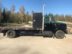 2001 International low pro 4700 service truck
