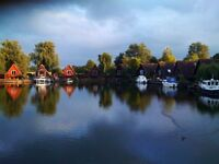 Lovely lakeside house to rent near Cambridge / Newmarket - mooring and fishing rights - £1050 p/m