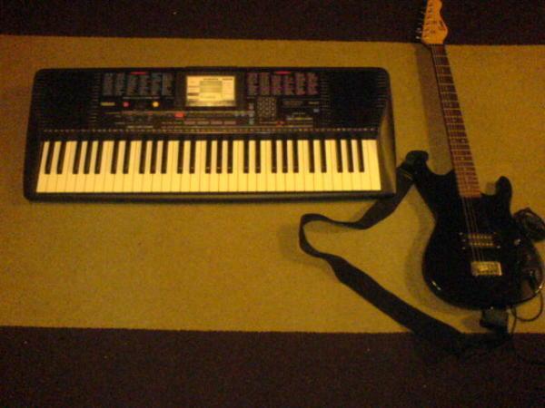 encore electric guitar yamaha psr 220 electronic keyboard keyboard musicstand powerlead 99. Black Bedroom Furniture Sets. Home Design Ideas