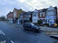 3 bedroom flat in Green Lanes, London, N13 (3 bed) (#1169014)