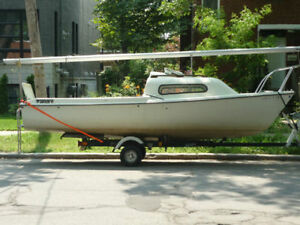 Siren 17 Trailer and 2.3 Johson outboard