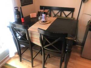 Chintz & Co Dining table + 4 chairs + 2 love seats