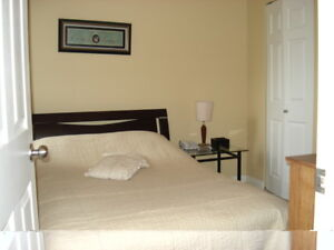 ---   $650 1 private bedroom 20 min to DOWNTOWN ------
