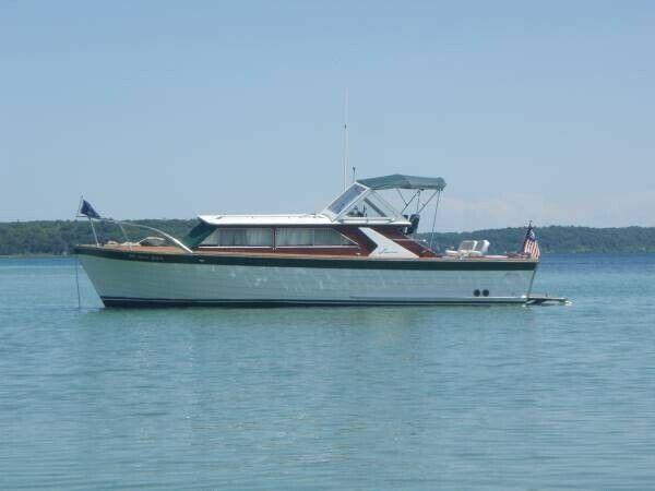 Award Winning Classic Motor Yacht Lyman 30' Express Cruiser