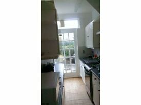 LOVELY SINGLE ROOM IN COLLIERS WOOD AVAILABLE IN A QUIET HOUSE JUST MINUTES TO WIMBLEDON