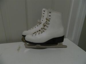 Girls CCM Competitor Size 3