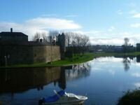 Recently refurbished beautiful 2-bedroom town centre apartment with stunning lake views