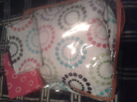 """Reversible Sears Twin size """"Bed-in-a-Bag"""" 8-piece sheet set"""