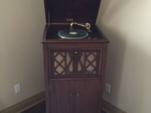 Good condition Starr Richmond Indiana phonograph