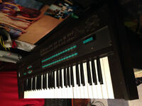 Yamaha DX7 Synthesizer + QX21 Sequence Record