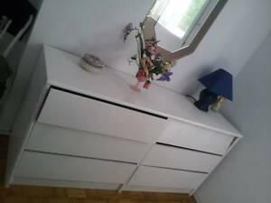 White Wooden 6-drawer Dresser, Very nice & Very Good Condition!