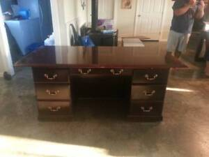 Executive Mahagony Desk
