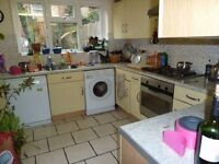 Must See This Beautiful 2 Bed Garden Flat Ideal For Couple Or Sharers Mins Tooting Broadway Tube