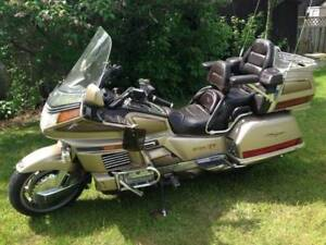 ready to go! 1989 Honda Goldwing GL 1500/6 loaded.
