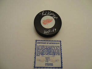 RED KELLY Signed Detroit Red Wings NHL Hockey Puck Authenticated