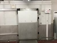 Large Commercial Walk In Cold & Freezer Rooms (8.4m x 4m x 2.9m)