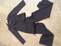 NEW WOMEN'S SUIT SIZE EXTRA SMALL/SMALL $10