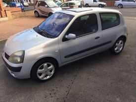 2003 03 Renault Clio dynamic 1.2 cc. Outstanding condition both inside and out