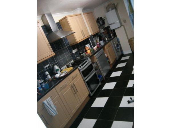 Leyton E10. Large, Light, Modern & Immaculately Finished 4 Bed Furnished House + Garden near Station