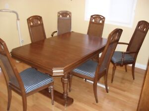 beautiful vintage dining table and chairs