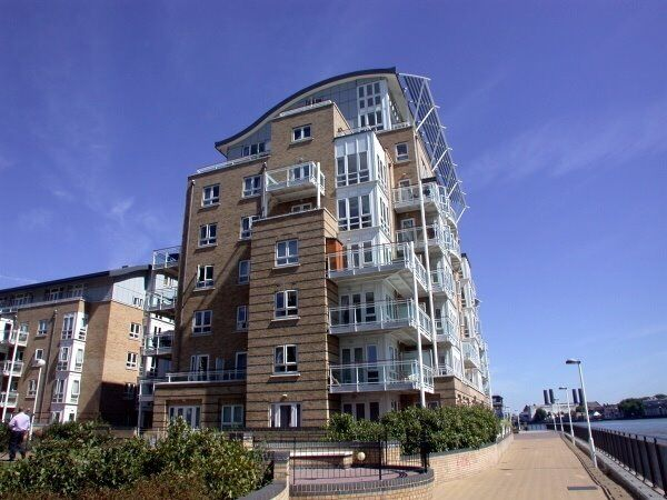 HUGE 2 BED 2 BATH FURNISHED APARTMENT IN ISLE OF DOGS / DOCKLANDS - ST DAVIDS SQUARE CANARY WHARF