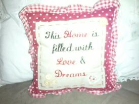 SMALL RED HEART PLAQUE AND CUSHION SET..