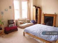 3 bedroom flat in Haldon Road, London, SW18 (3 bed)