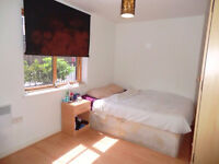 Double room for rent In East Ham Canning Town - With free car parking