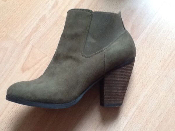 Dark green block heel ankle boots size 6