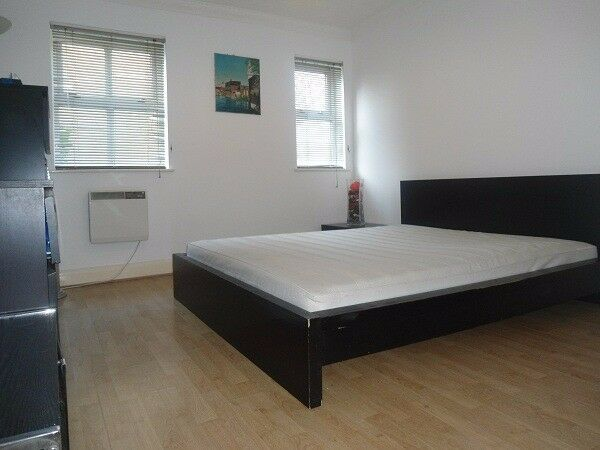 Amazing room IMMEDIATELY available in 2 Bedroom Flat Share near Victoria Park & Bethnal Green Stn