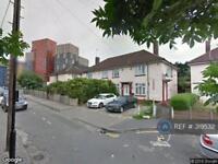 Studio flat in Conway Grove, London, W3