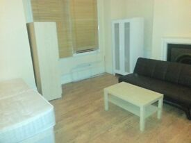 TRIPLE ROOM WITH PRIVATE TOILET WITH 3 SINGLE BEDS.£85 PER PERSON PER WEEK.ACTON CENTRAL.WEST LONDON