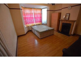 SINGLE ADN DOUBLE ROOMS READY TO MOVE IN, 15MIN TO OXFOPRD CIRCUS!! ALL BILLS INLCUIDED