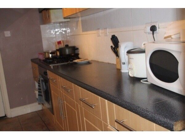NICE SPACIOUS FLAT TO LET IN HOCKLEY NEAR CITY CENTRE