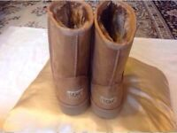Brand new Ladies UGG boots size: 4/37 tan colour £25