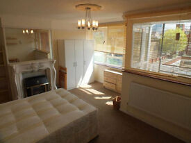 2 Lovely Double Rooms Available Now In Limehouse - Amazing Location