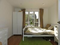 LARGE DOUBLE BEDROOM in a modern friendly house AVAILABLE IMMEDIATELY