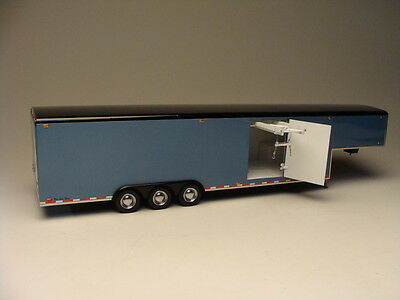 Galaxie Limited 1:24 38' Tri-Axle Fifth Wheel Trailer Model Kit GXYG38