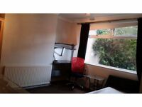 Perfect location for Aberdeen University - only minutes' walk to Kings College campus, wifi, gardens