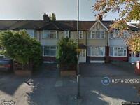 3 bedroom house in Kenley Road, Morden, SW19 (3 bed)