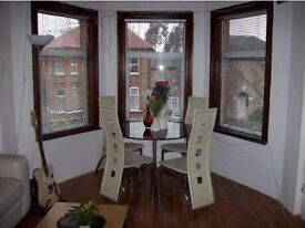 Well presented 1 bedroom first floor flat to rent in Ilford, close to the station NO FEES