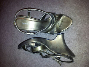 """Gold """"Spring"""" wedge heel shoes size 38 but fits size 7 Kitchener / Waterloo Kitchener Area image 1"""